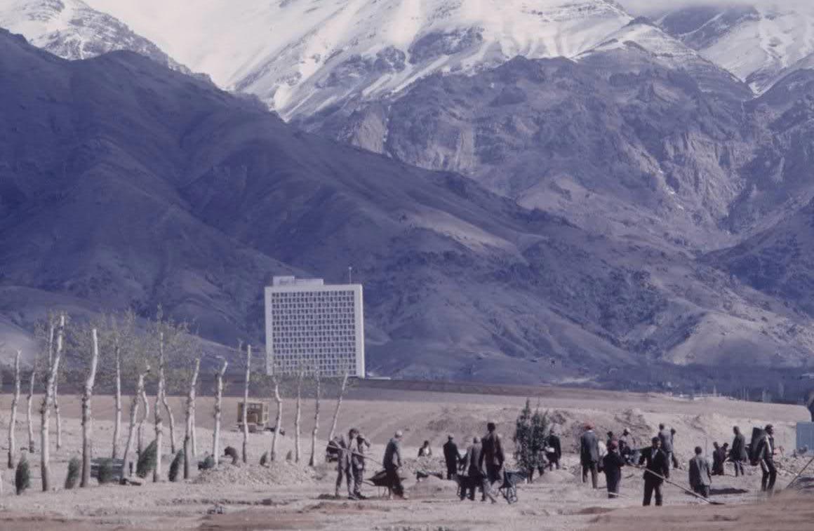 تصویری از مراحل اولیه ساخت هتل استقلال تهران